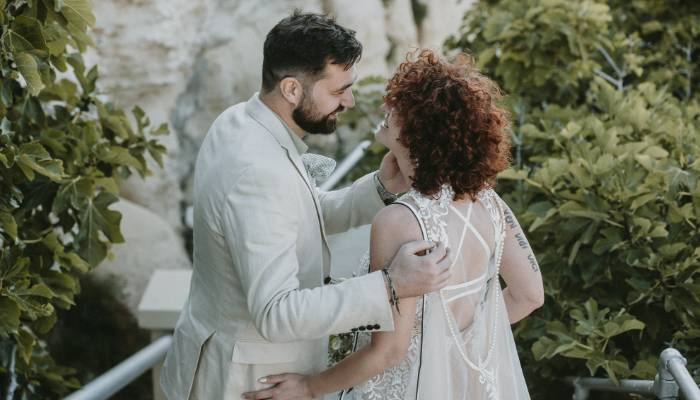 Although this wedding was different due to the current challenging situation it was very cheerful with a relaxed and romantic mood. The couple had to