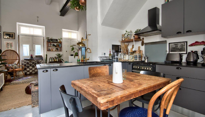 A tiny house with a big personality – Emma Warrington & Matthew Demarco