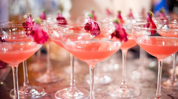 10 Delicious Summer Wedding Cocktails That Are Pretty As A Picture