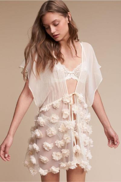 A feminine robe